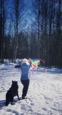 Pitkästä aikaa lennätin leijaa! Kyl se sinne taivaalle kohos!! :) (ja tuli myös alas :D)