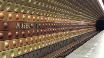 Prahassa oli erikoiset, mutta mielestäni kauniit metroasemat.