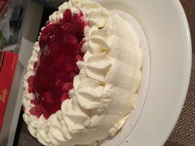 Illalla kun kumppani oli tullut jo kotiin ja oltiin syöty. Tuli vieraita juhlimaan naistenpäivää, joten syötiin kakkua! Ja niihin aikoihin oli jälleen!