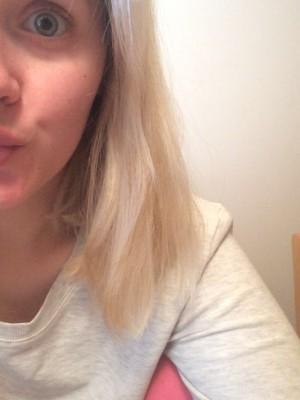 Rakastan tätä kuvaa Senjasta! Hän halusi näyttää uudet hiuksensa muttei kuulemma osannut ottaa selfietä. Tästä tulee aina hyvä mieli.