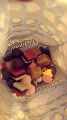 Tästä ei varmaan arvaa et mä tykkään fudge irtokarkeista😂 irtokarkkeja on mulla aina kaapissa! Ne on mulle jotenkin paljon helpompia syödä kuin normaalissa pussissa oleva karkki😮