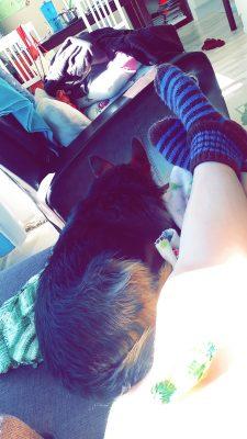 Aamupalan jälkeen istuskelin vähän aikaa äidin kanssa sohvalla ja söin toffeeta jälkkäriksi😃 mietittiin samalla rt tehdäänkö tänään jotain😅
