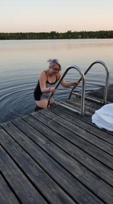 Tässä huikea tilannekuva ensimmäisestä uintikerrasta. Vesi oli kylmää, mutta nopeasti siihen tottui. (C) Nita